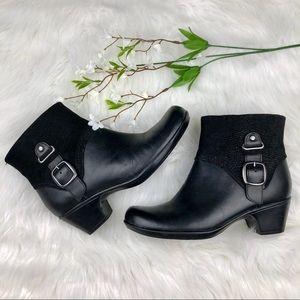 Clark's•black leather buckle detail booties